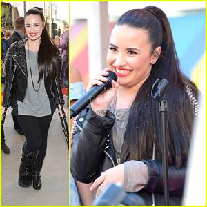 Demi Lovato: Topshop Grand Opening Event!