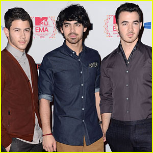 Jonas Brothers Announce New Single 'Pom Poms'