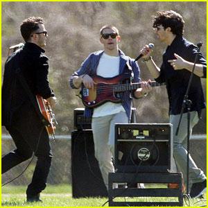 Jonas Brothers: Shooting A New Music Video!