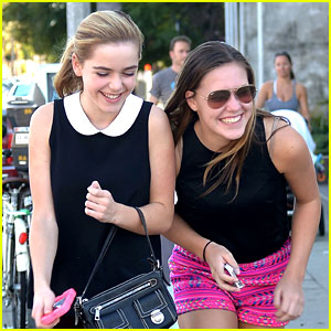Kiernan Shipka: Shopping on Robertson!