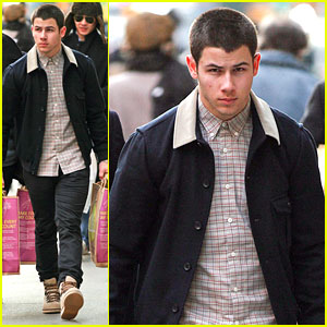 Nick Jonas: Grocery Shopping Guy!