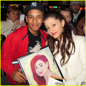 Ariana Grande Gets A Fan Painted Portrait!