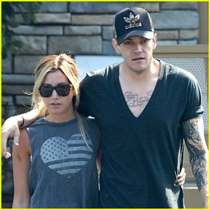 Ashley Tisdale & Christopher French: Cozy Couple!