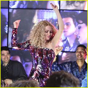 AnnaSophia Robb Dances The Night Away on 'Carrie Diaries'