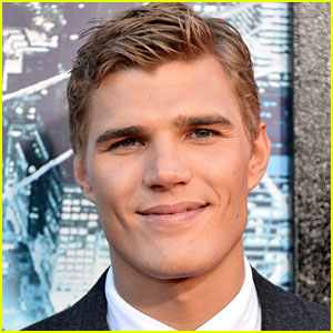 Chris Zylka Joins NBC 'Bloodlines' Pilot