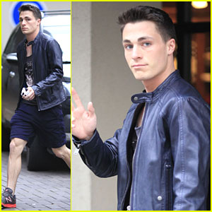 Colton Haynes: Yoga Class in Vancouver