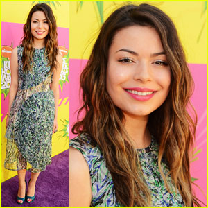 Miranda Cosgrove - Kids� Choice Awards 2013 Red Carpet