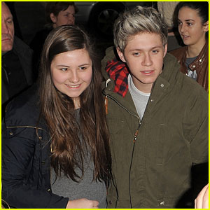 Niall Horan: Fan Frenzy at Heathrow Airport!