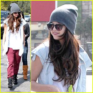 Selena Gomez: Froyo With Friends