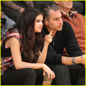 Selena Gomez: Courtside For LA Lakers