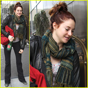 Shailene Woodley: Hotel Stop Off in New York City