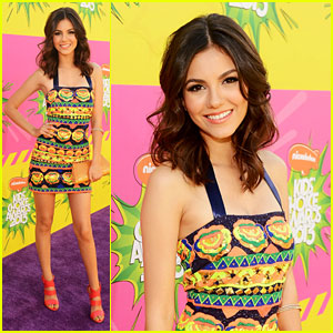 Victoria Justice - Kids Choice Awards 2013 Red Carpet