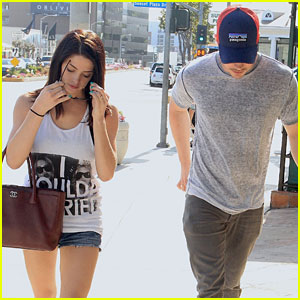Ashley Greene & Josh Henderson: Sunset Plaza Procházka