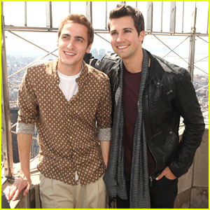 Kendall Schmidt & James Maslow: On Top Of The Empire State Building!