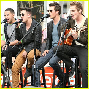Big Time Rush Performs at The Grove!