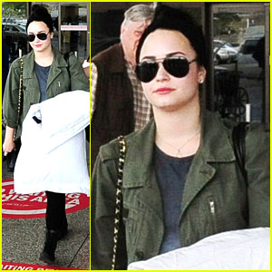 Demi Lovato Arrives in Barbados!