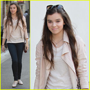 Hailee Steinfeld Can't Wait to See 'Great Gatsby'!