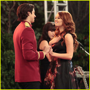 Debby Ryan Performs on an All-New 'Jessie'!