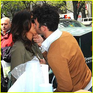 Kevin & Danielle Jonas: Gelato Stand Kisses