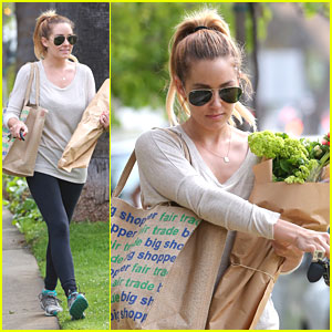 Lauren Conrad: Flowers & Fruit from Farmer's Market