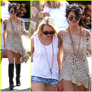 Selena Gomez: Road Trip with Friends!