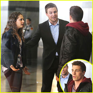 Colton Haynes & Stephen Amell: Handshake on 'Arrow' Set