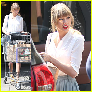 Taylor Swift: Billboard Music Awards 2013 Performer!