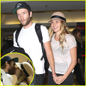 Teresa Palmer & Mark Webber: Kisses at LAX