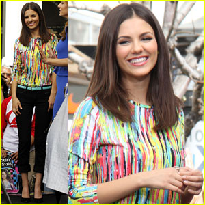 Victoria Justice: 'Extra' Appearance at The Grove!