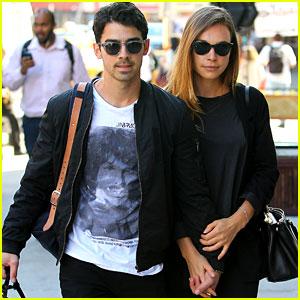 Joe Jonas & Blanda Eggenschwiler Hold Hands in NYC ...