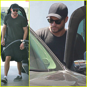 Liam Hemsworth: Gas Station Stop