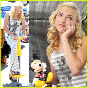 Peyton List: Mother's Day Fun on Melrose