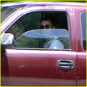 Robert Pattinson Moves Out of Home with Kristen Stewart?