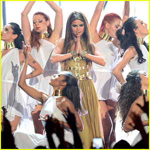 Selena Gomez Performs 'Come & Get It' at Billboard Music Awards 2013