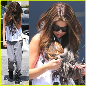 Selena Gomez: Dance Studio Stop