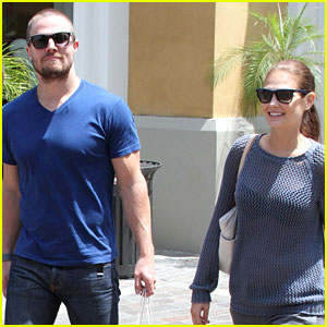 Stephen Amell: Grove Shopper with Wife Cassandra Jean