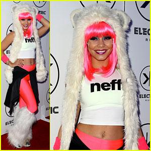 Vanessa Hudgens: Electric Run in Neon Pink Hair!