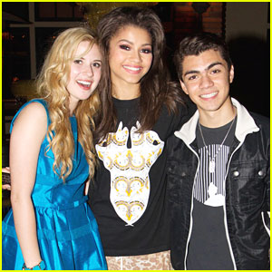 Zendaya: Maggiano's After DWTS Finals with Caroline Sunshine
