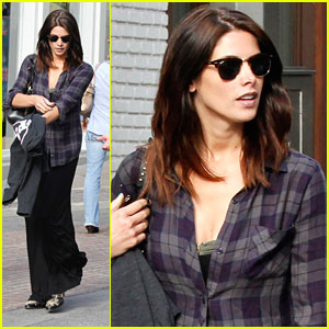 Ashley Greene Hits Up Grove with Friends