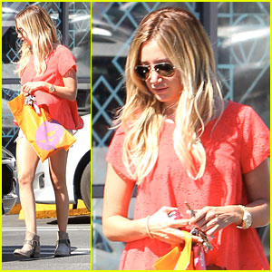 Ashley Tisdale: Urban Outfitters Outing