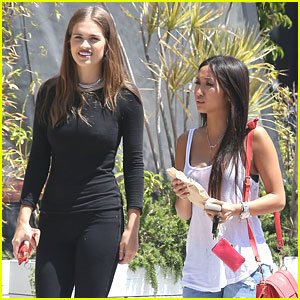 Brenda Song: 'Yummy' Lunch with Friend After Reuniting with Trace Cyrus