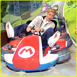 Derek Hough: Mario Kart 8 at E3!