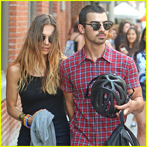 Joe Jonas & Blanda Eggenschwiler: Meatpacking District Lunch