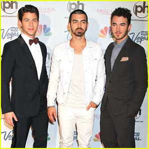 Jonas Brothers: Miss Connecticut Wins Miss USA!