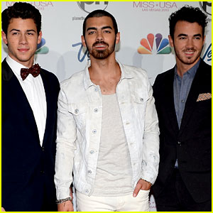 Jonas BrothersTo Kick Off the Live Music Day Festival!