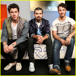Jonas Brothers Answer Fan Questions at Music Choice - Watch Now!