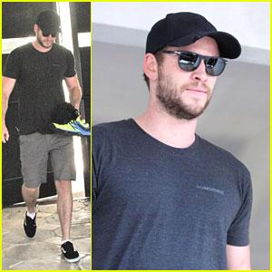 Liam Hemsworth: Miley Cyrus #1 on iTunes!