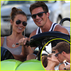 Matt Lanter & Angela Stacy: Kisses in Miami!