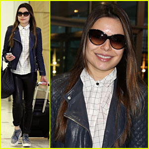 Miranda Cosgrove Arrives in Australia with her Mom