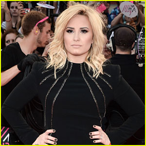 Celebs React to Demi Lovato's Father Passing
